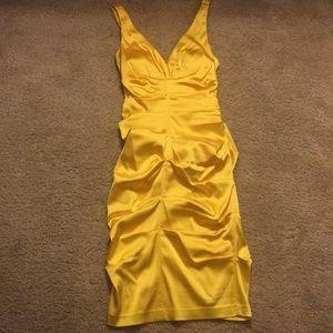 Small yellow cache dress